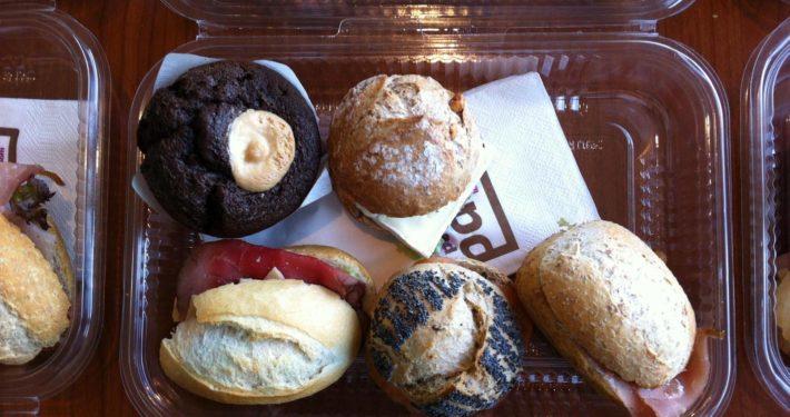Verse broodjes bezorgd - Le Petit Pain